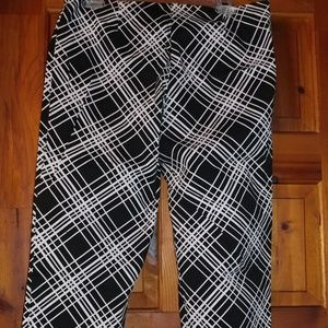 NWOT, black and white patterned Capris